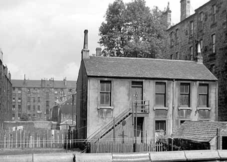 An image of 40 Woodlands Road taken around 1960. This was Annan's first photographic studio.